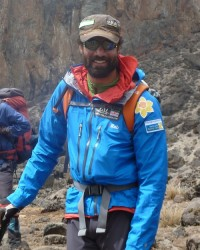 Richard Parks summits Carstensz Pyramid, leg 5 completed!